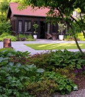 Ogród przy zabytkowym dworku 4