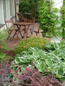 Romantyczny ogród przy pensjonacie