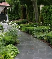 Ogród przy zabytkowym dworku 3